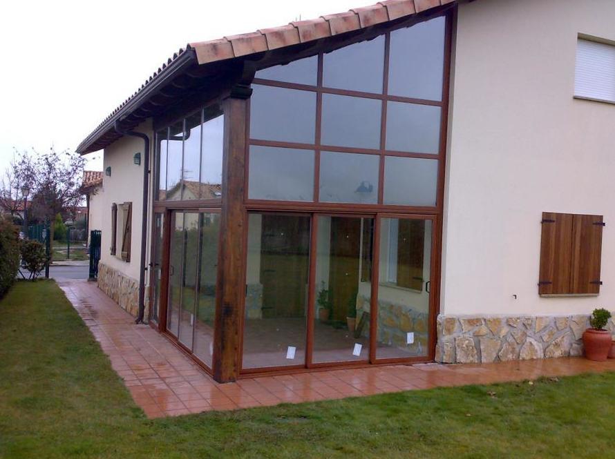 Cerramientos en aluminio y PVC imitación a madera