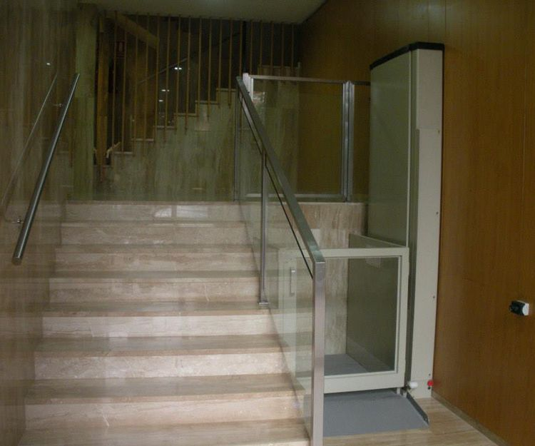 Instalación de elevadores de corto recorrido en Valencia