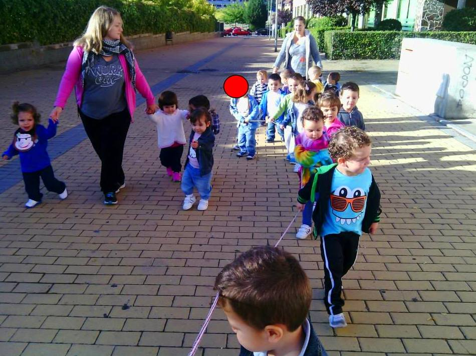 Escuela infantil y ludoteca con amplio horario y comida casera