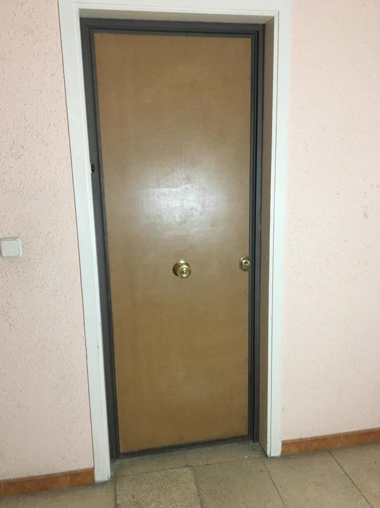 Pongase una puerta de seguridad.