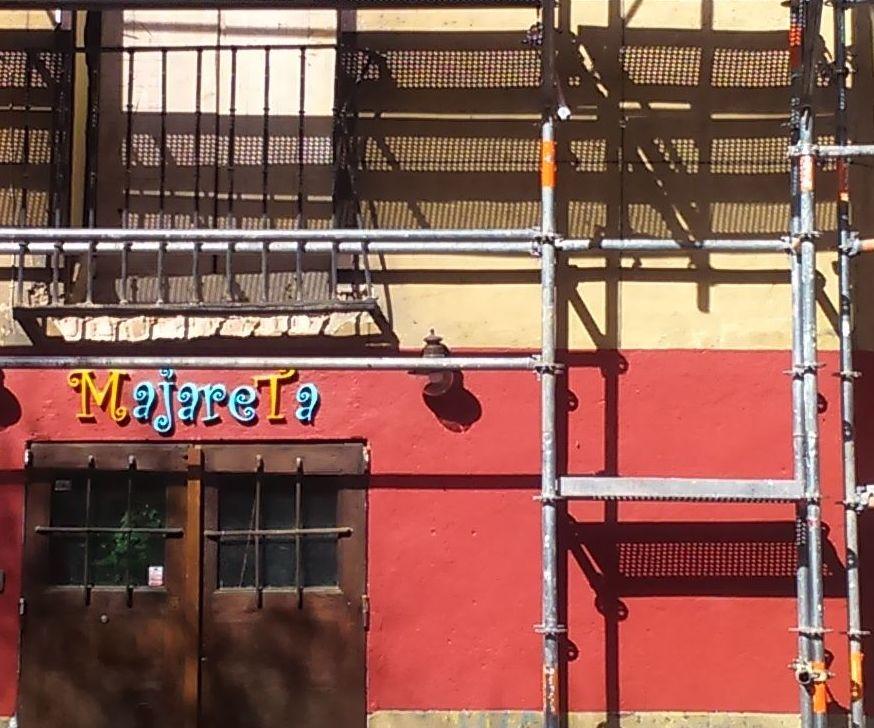 Estamos realizando el montaje de andamio en Calle Almendro