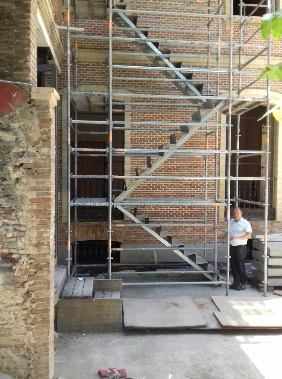 Foto 3 de Alquiler y montaje de andamios en Getafe | Andamios Cinssa
