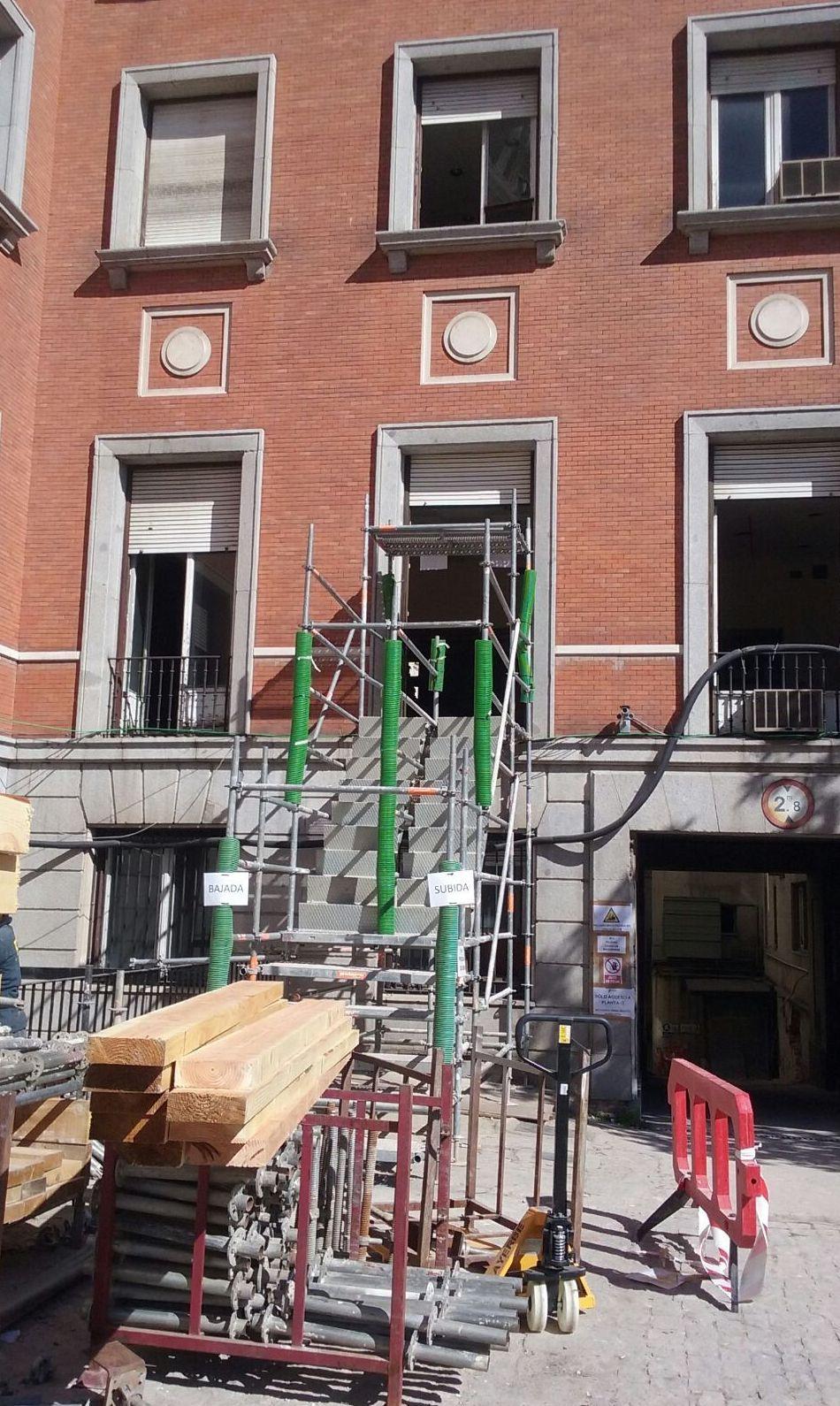 Foto 2 de Alquiler y montaje de andamios en Getafe | Andamios Cinssa