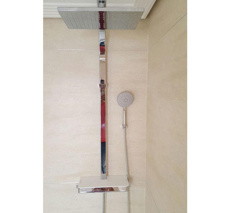 Instalación de ducha en baño
