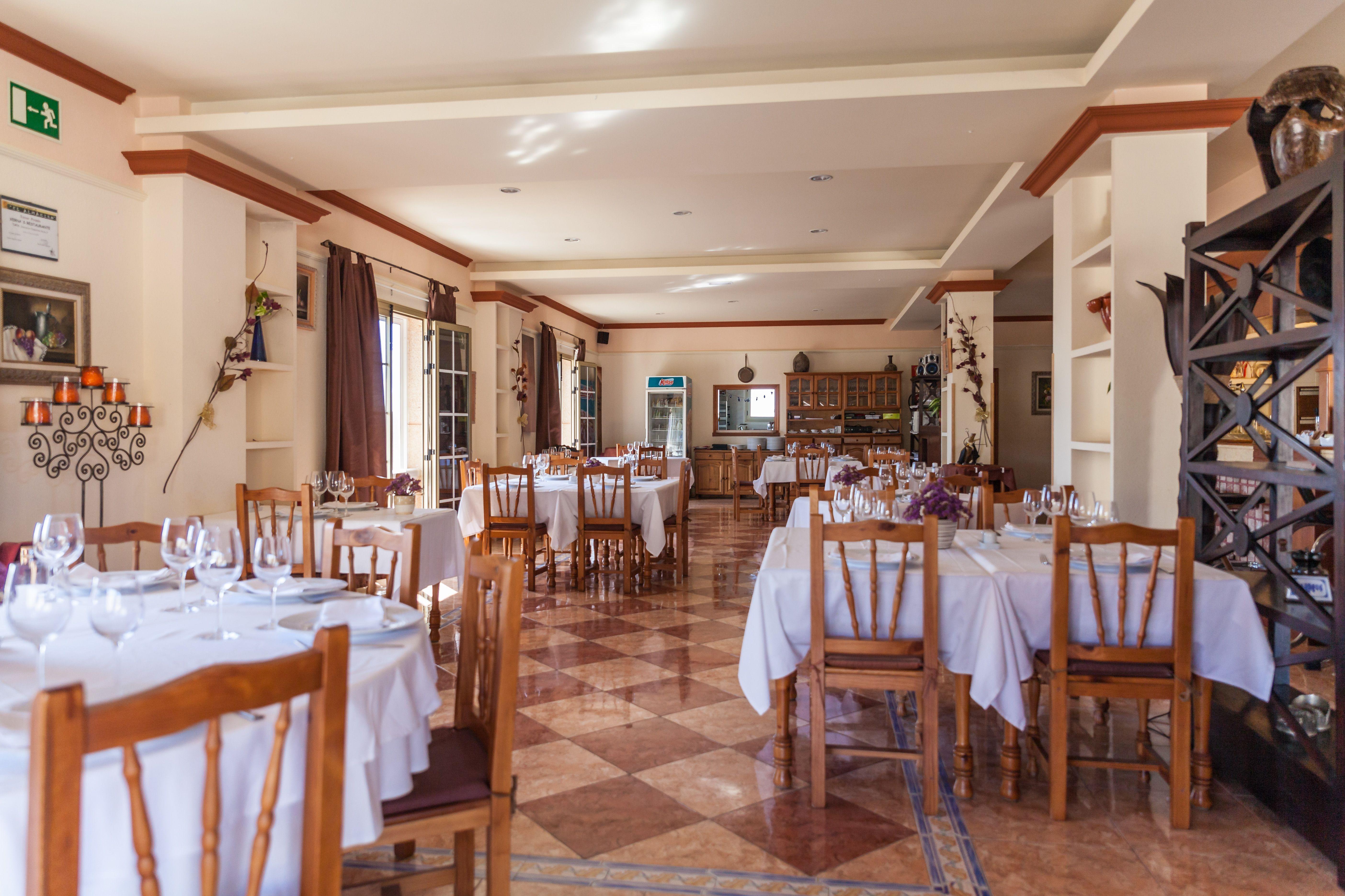 Foto 14 de Especialidad en carnes y pescados en La Camella | Verna's Restaurante