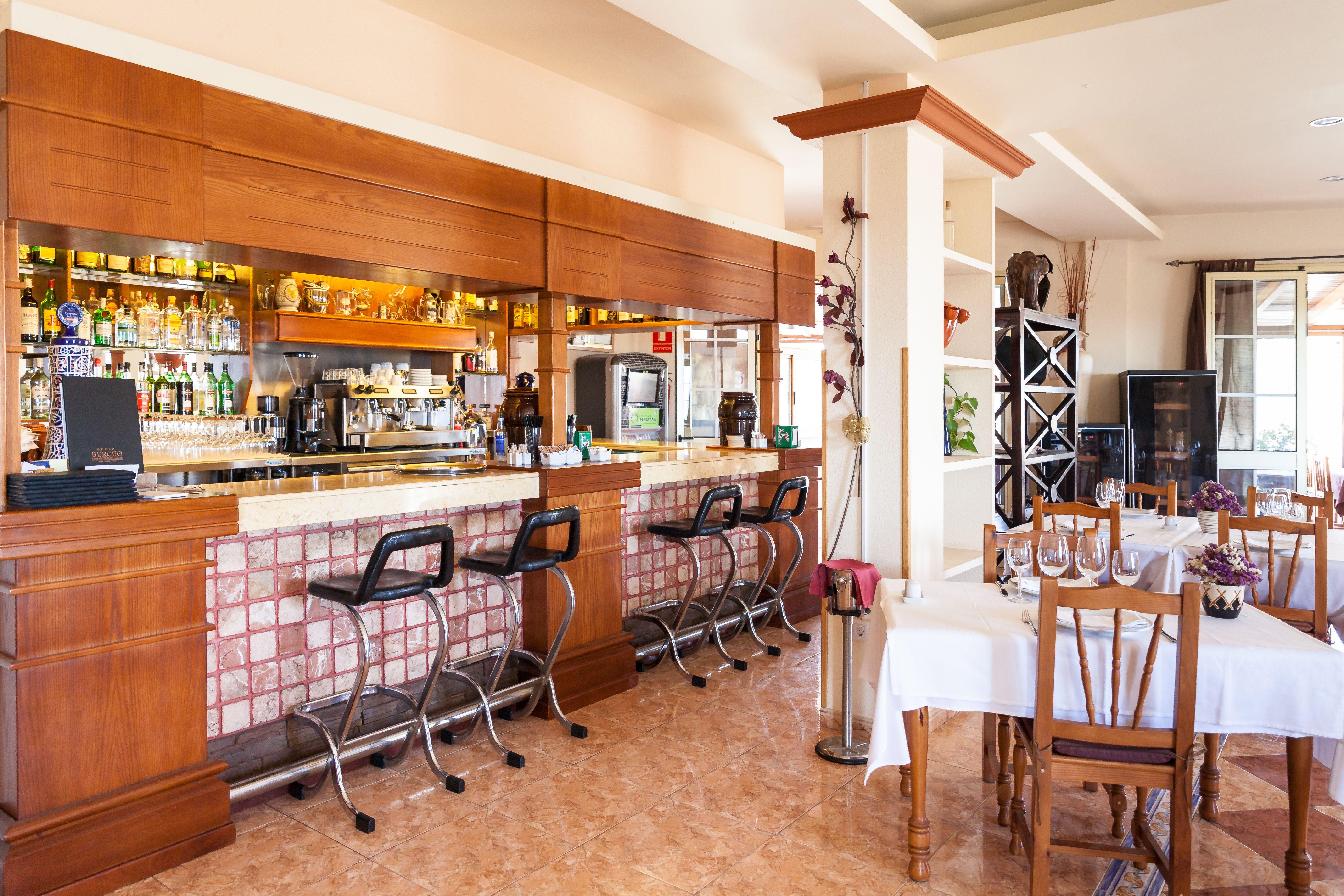 Foto 11 de Especialidad en carnes y pescados en La Camella | Verna's Restaurante