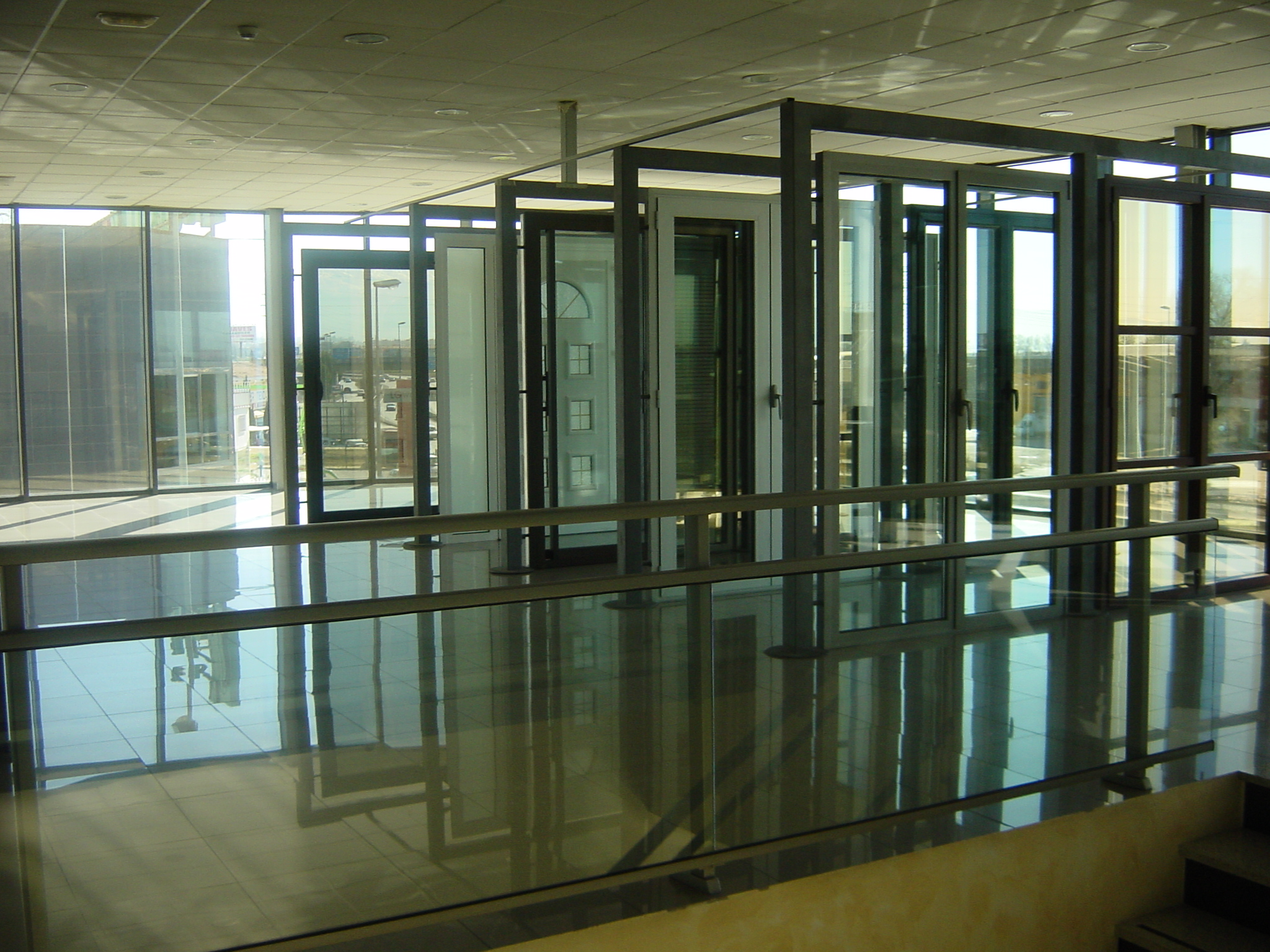 Puertas de aluminio: Productos de Cristalería Olinda, S.L.