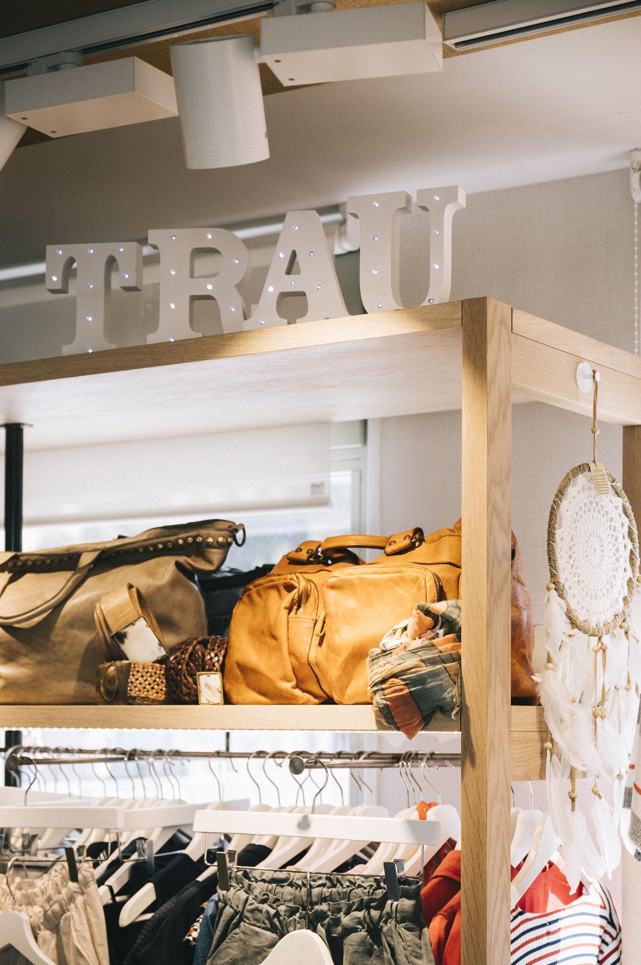 Estantería tienda de ropa, Mercat de Sant Antoni.