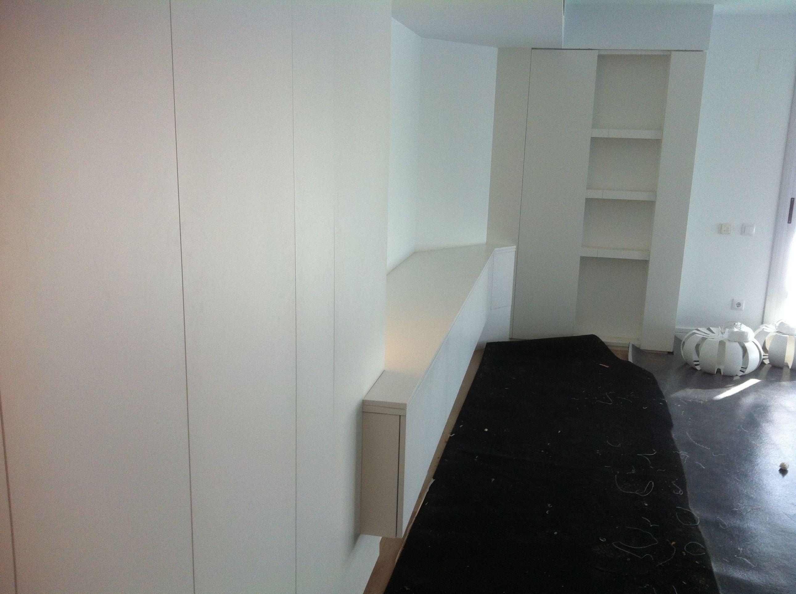 Mueble salón lacado.