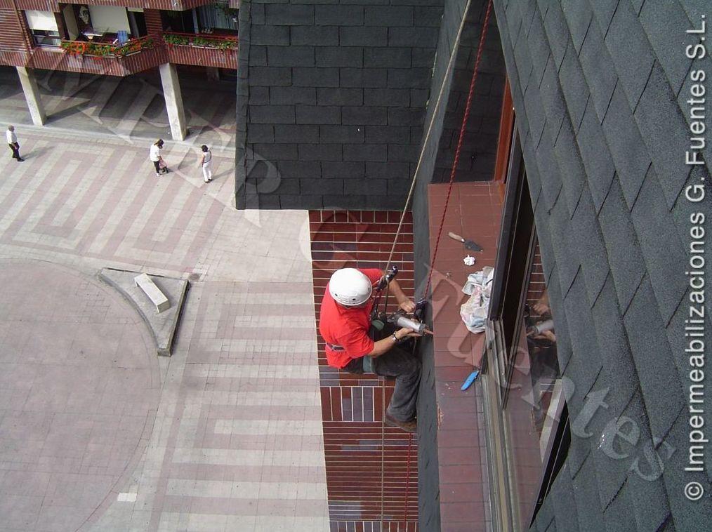 Reparaciones en fachadas, aleros, ventanales mediante trabajos verticales