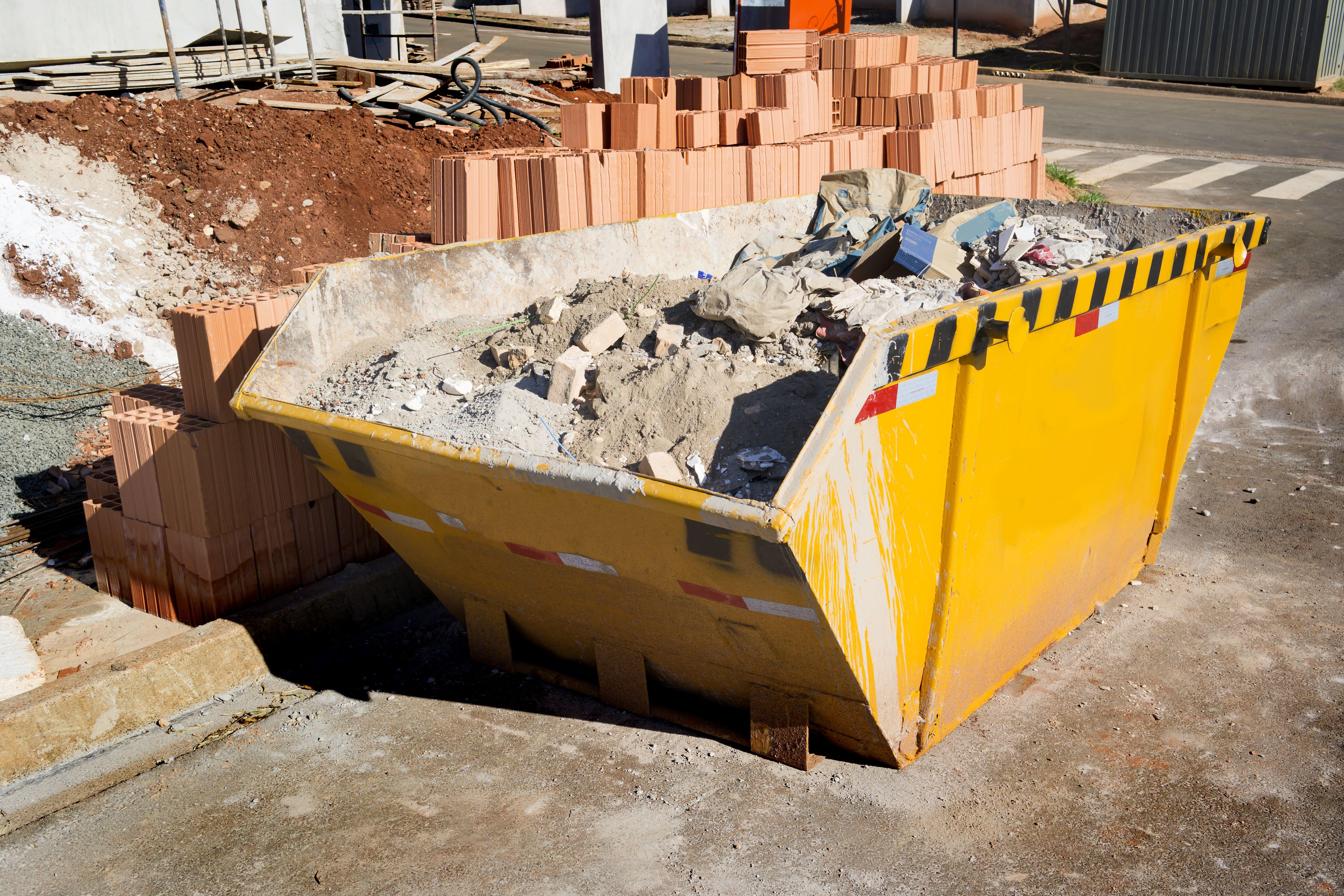 Contenedores para obras, podas y otros materiales: Nuestros servicios de Transports i Excavacions Carbonell Gelabert