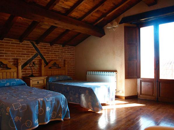 Complejo de turismo rural con 6 habitaciones en Galindo y Perahuy (Salamanca)