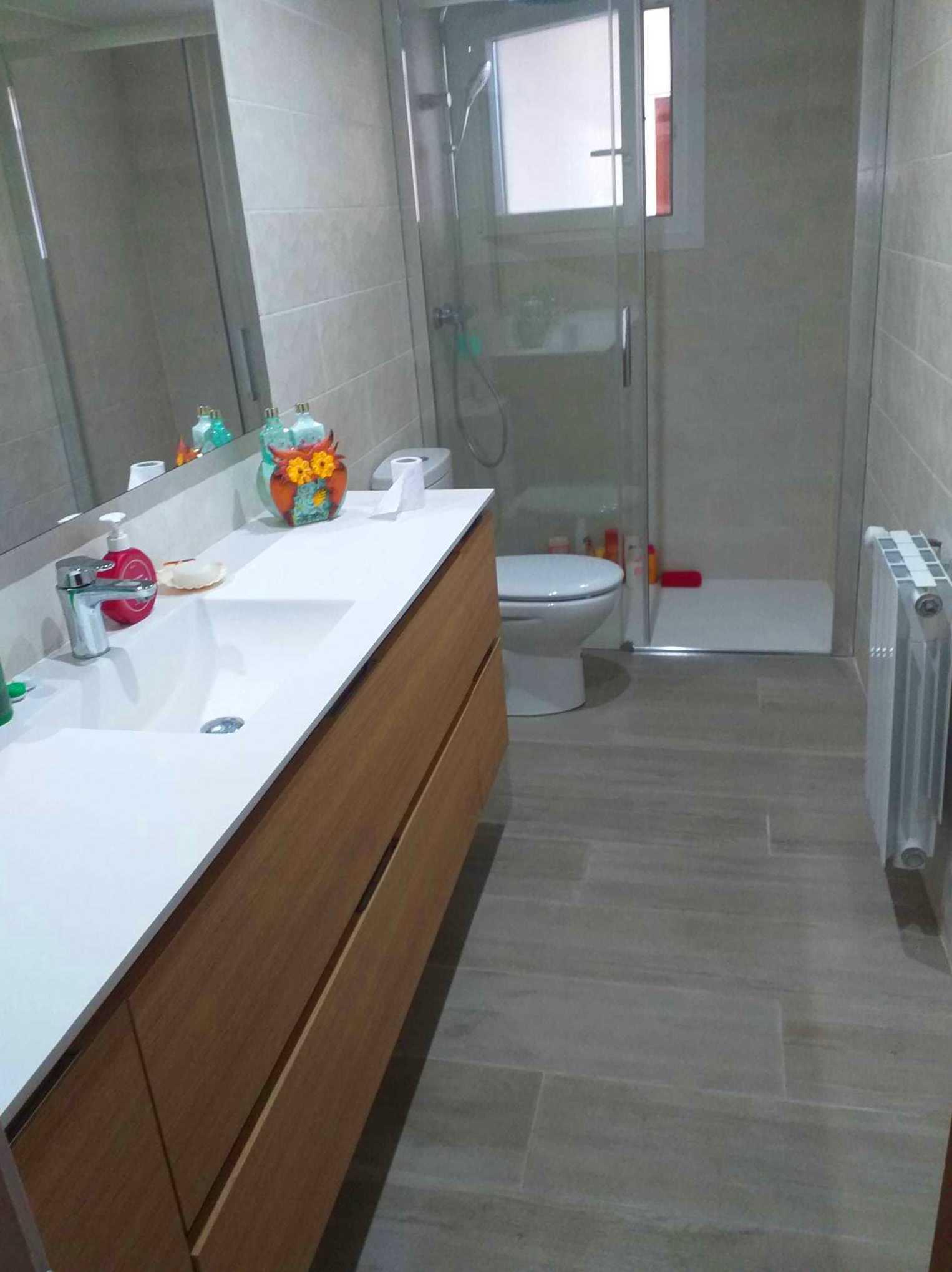 Reforma integral piso Banyoles: baño