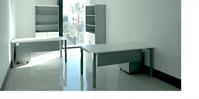 Mesas y armarios en color blanco/Aluminio