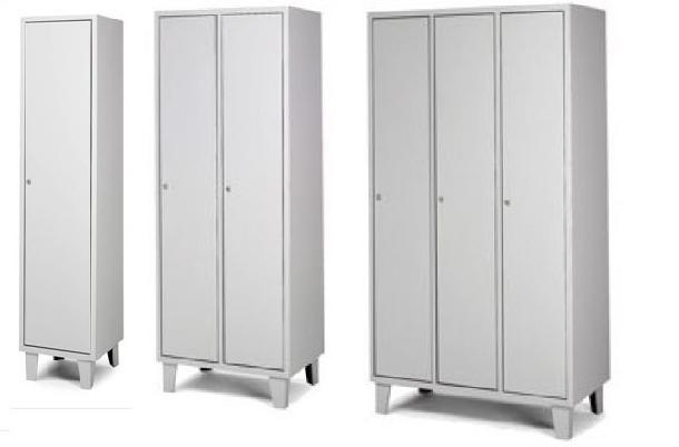 3 modelos de taquilla de vestuario metálicas en color gris.