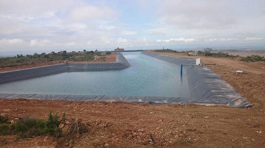 Pantano de agua para riego