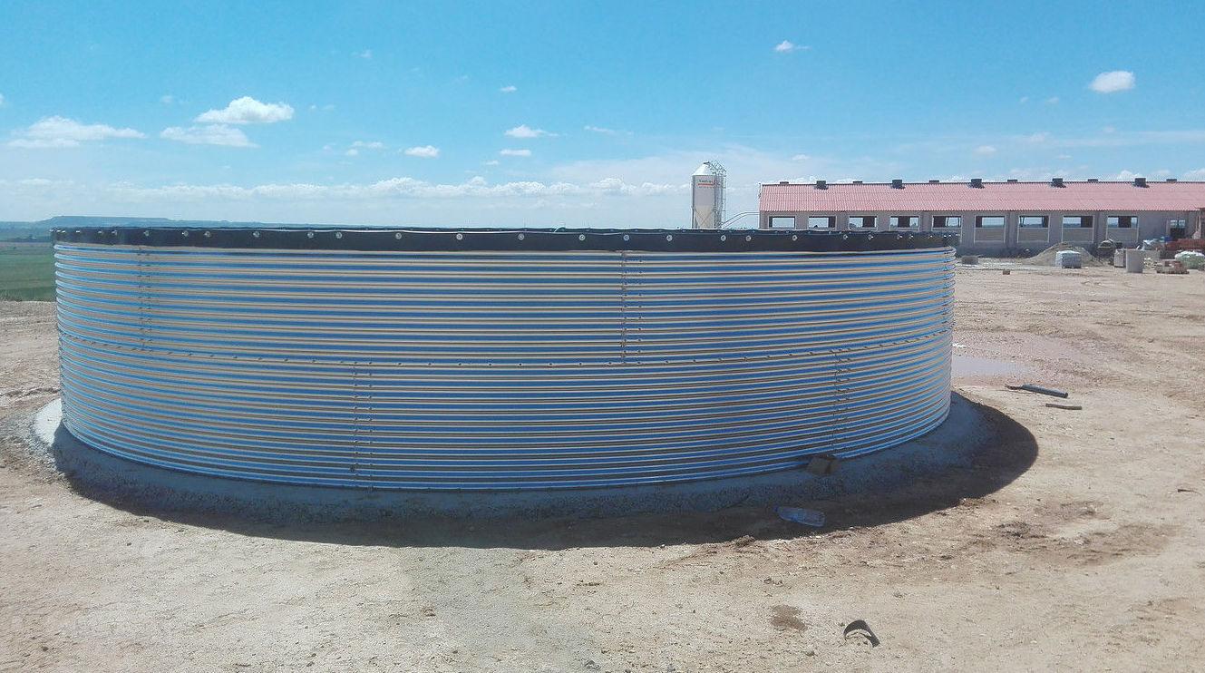 Depósito de chapa para agua