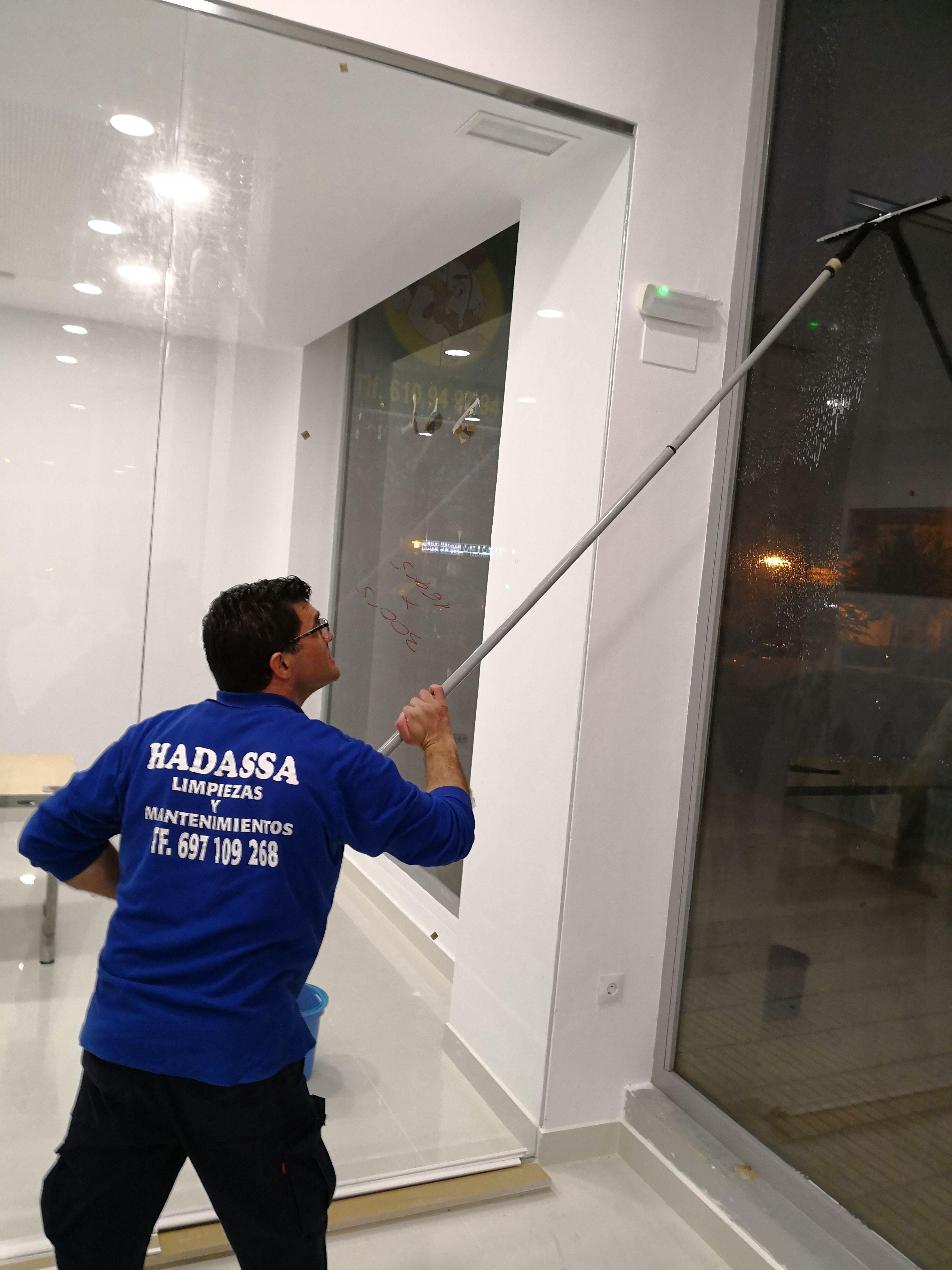 Limpieza de cristales: Servicios de Limpiezas Hadassa