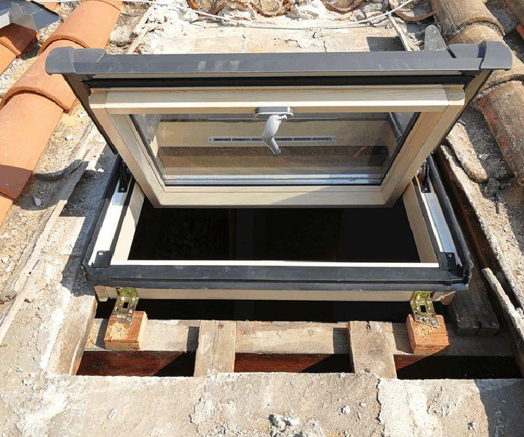 Ventana basculante manual para tejado de tejas árabes
