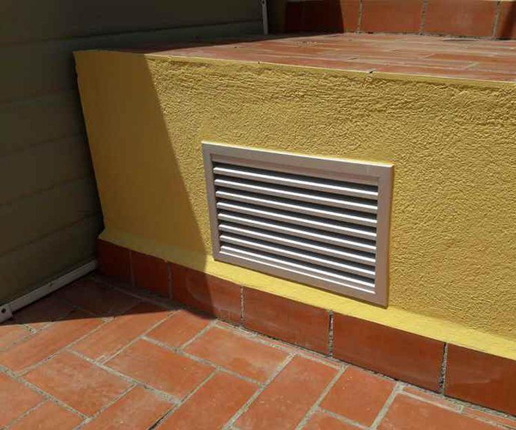 Puerta y ventilación para ascensor