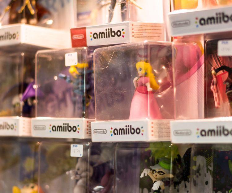 Venta de muñecos de diferentes juegos