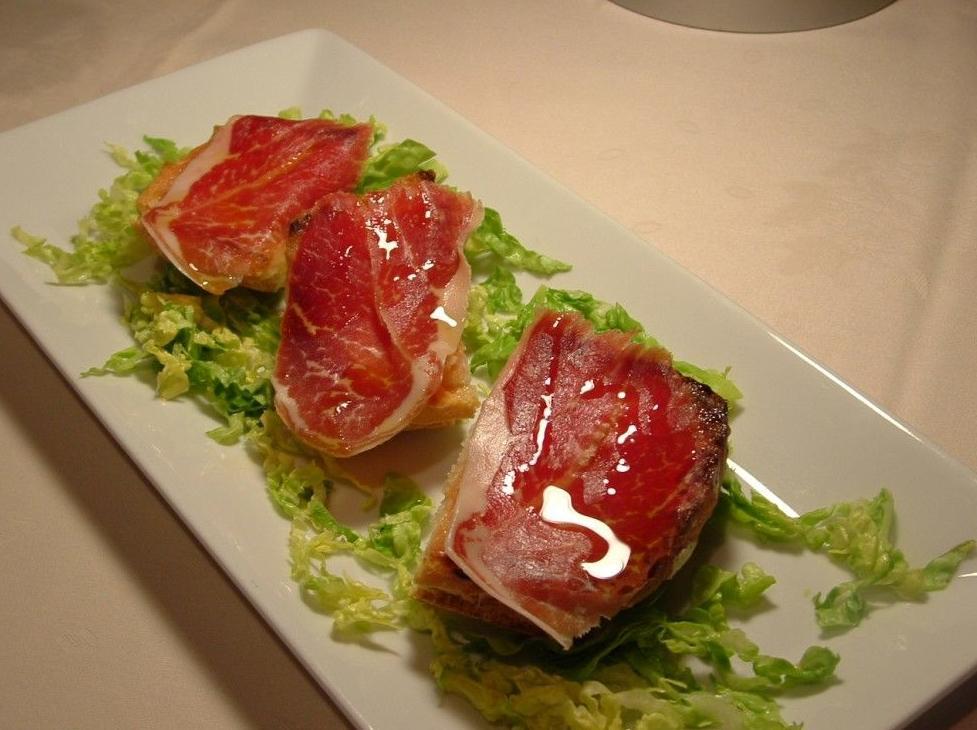 Pan tostado con tomate y jamón de Jabugo