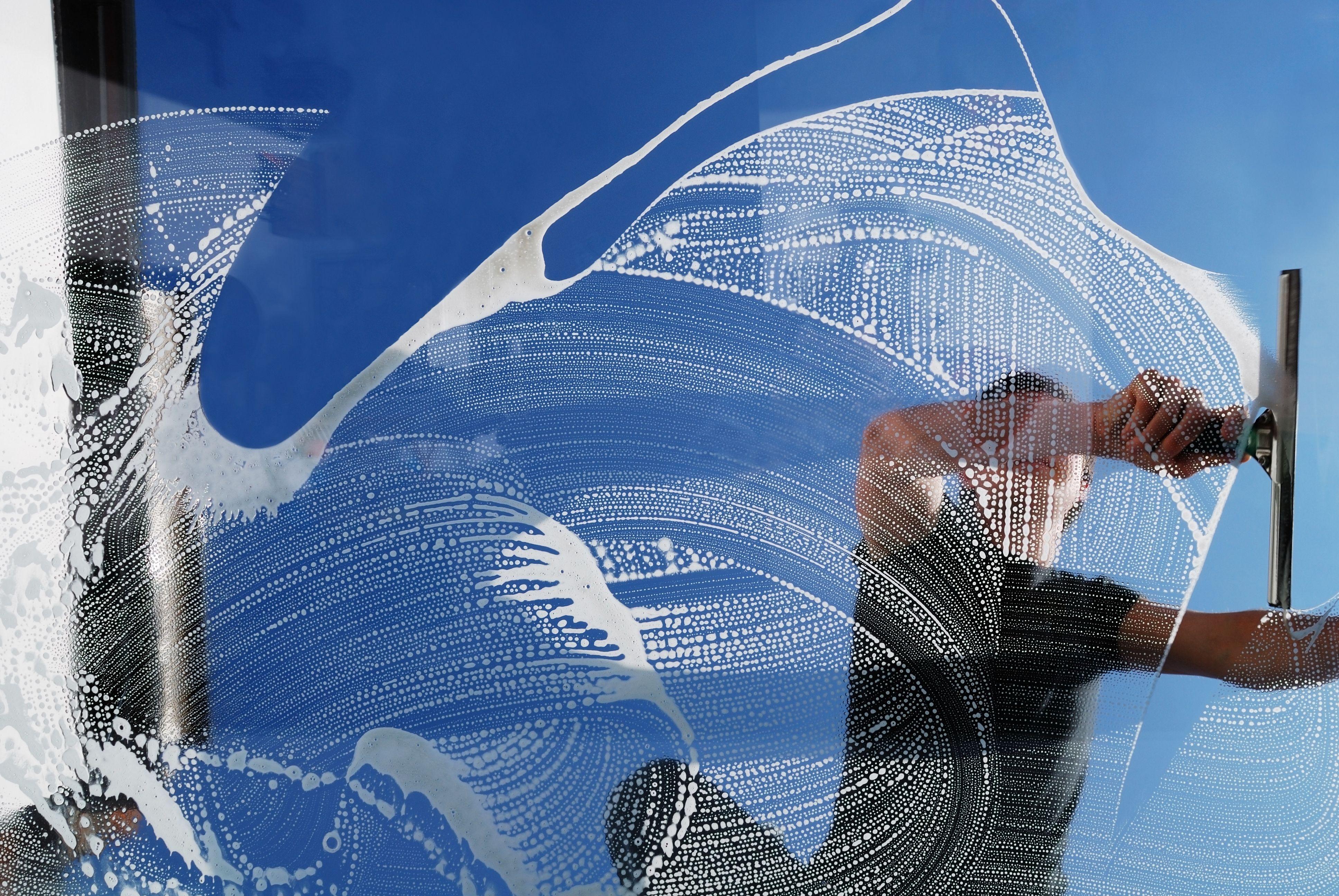 Limpieza de cristales: Nuestros servicios de Limpiezas Uninet
