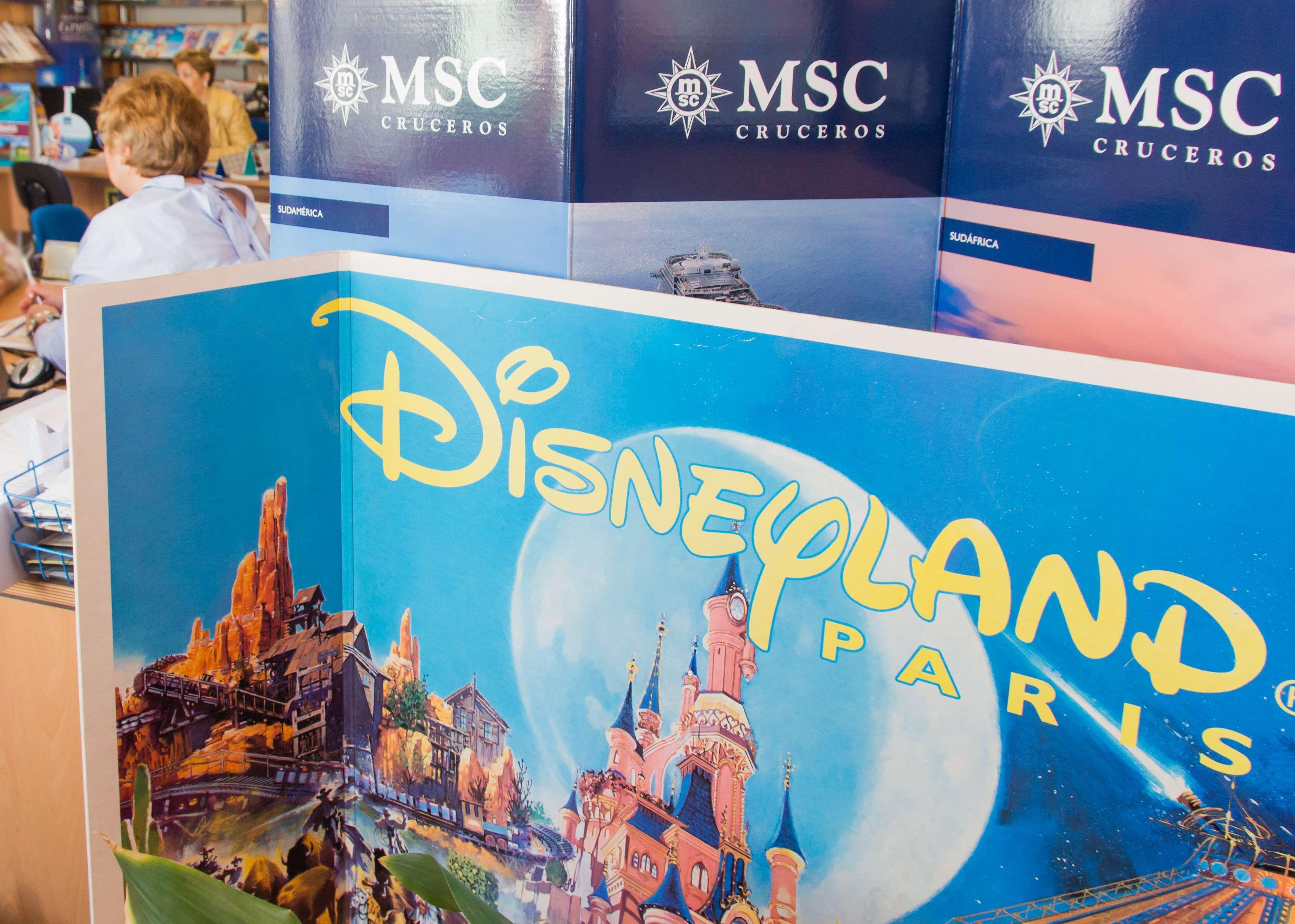 Viaja a Disneyland con nosotros