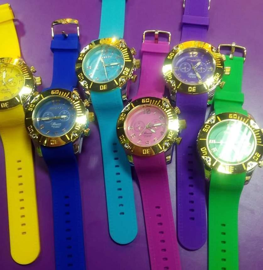 Relojes de varios colores