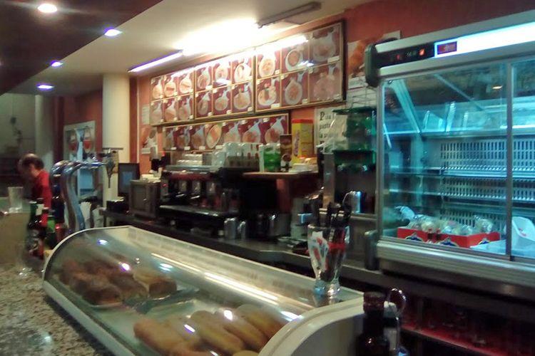 Cafetería en el área de servicio