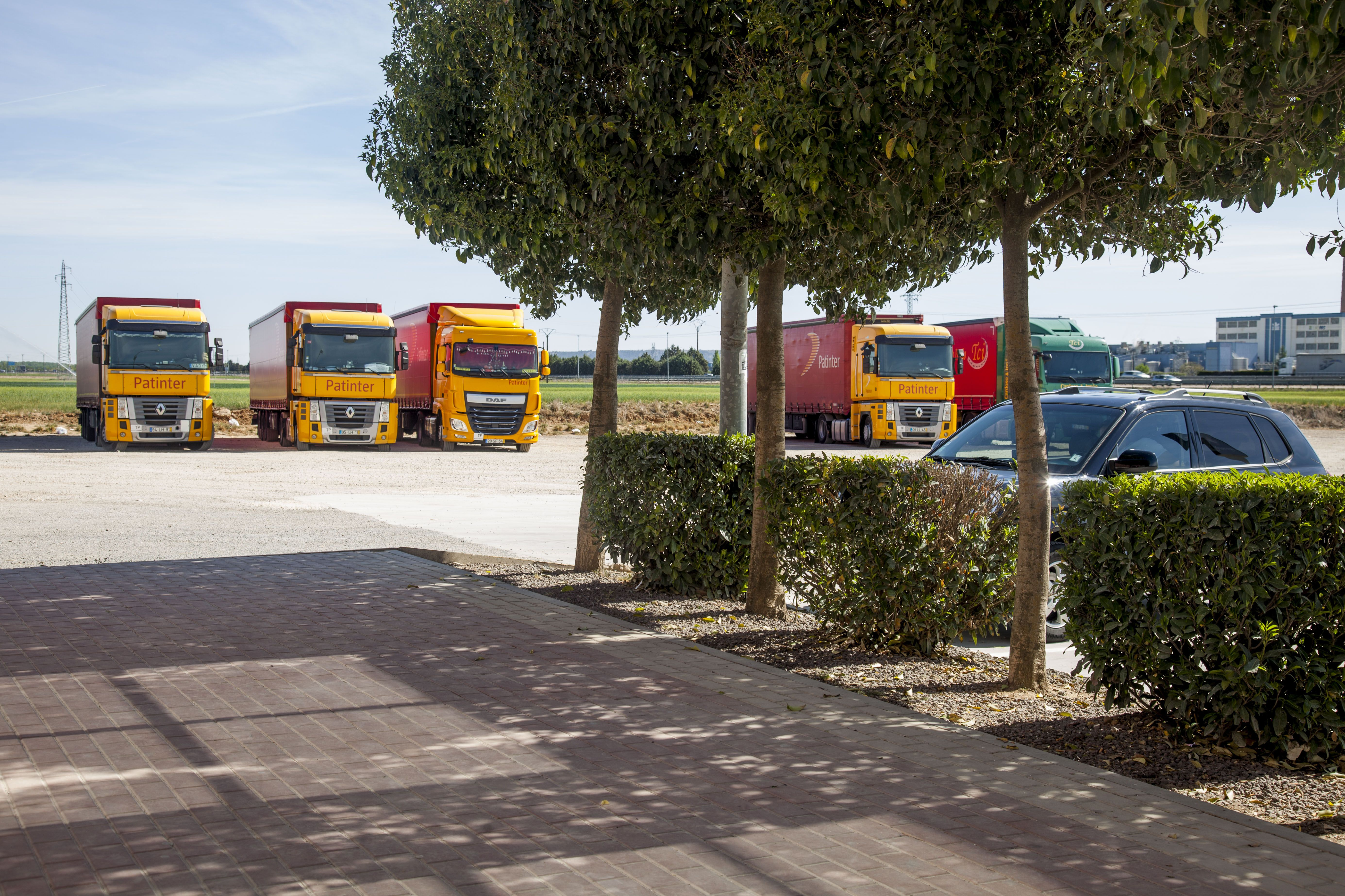 Restaurante con amplios aparcamientos para camiones en Dueñas