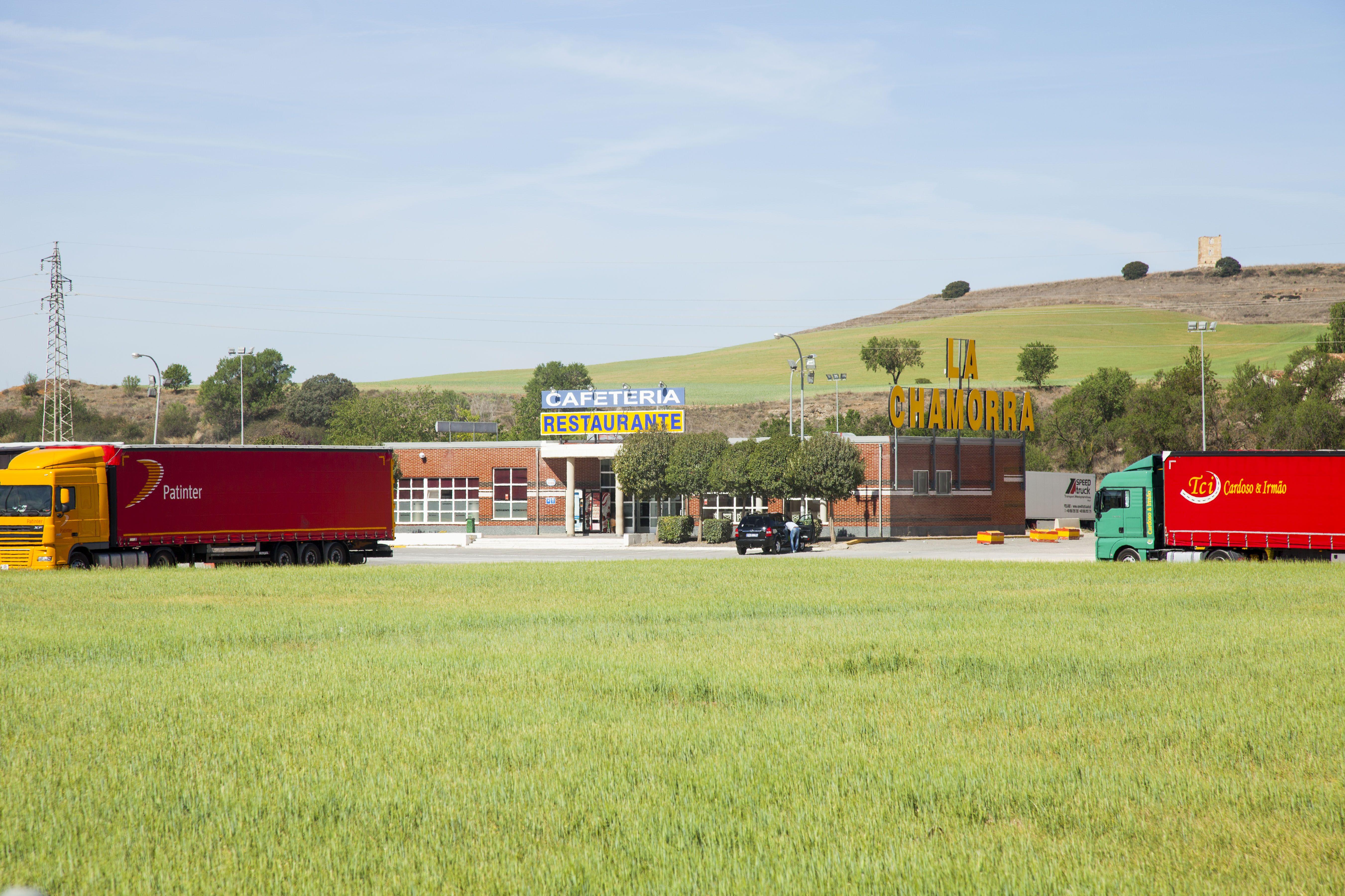 Una parada rodeado de campos y naturaleza en Dueñas