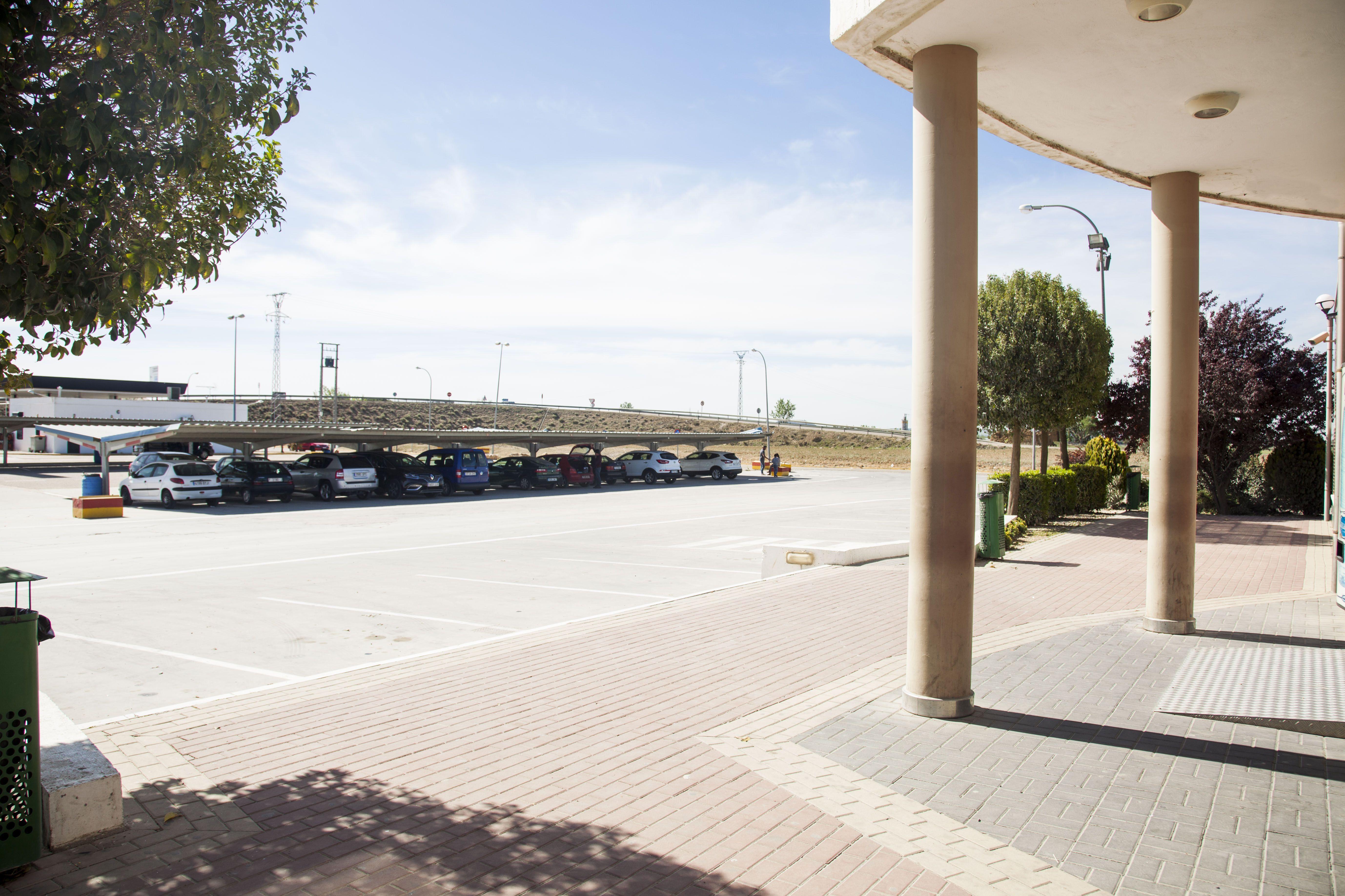 Aparcamiento para coches cubierto de La Chamorra en Dueñas