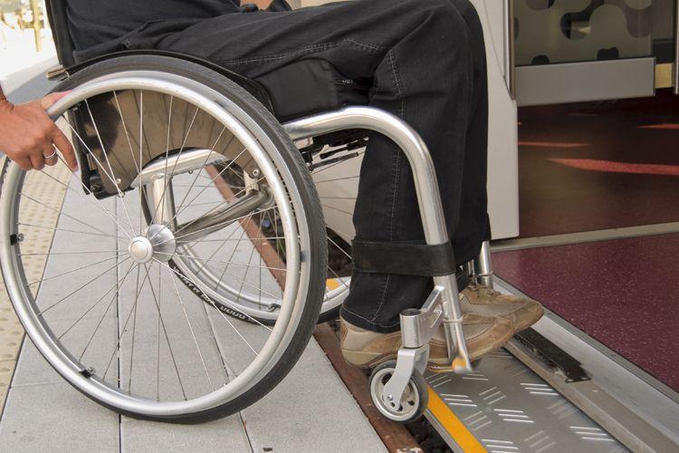 Ortopedia con venta de sillas de ruedas