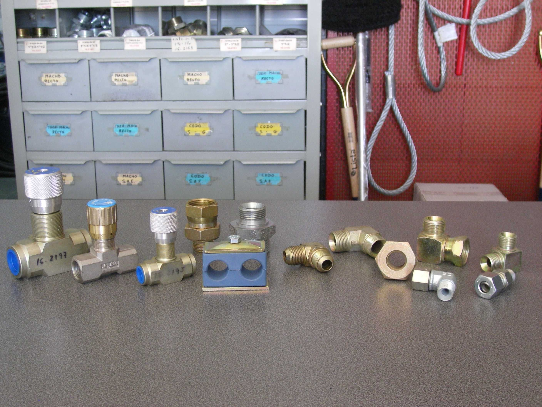 Fabricación y montaje de latiguillos: Servicios de Garcia Mendoza