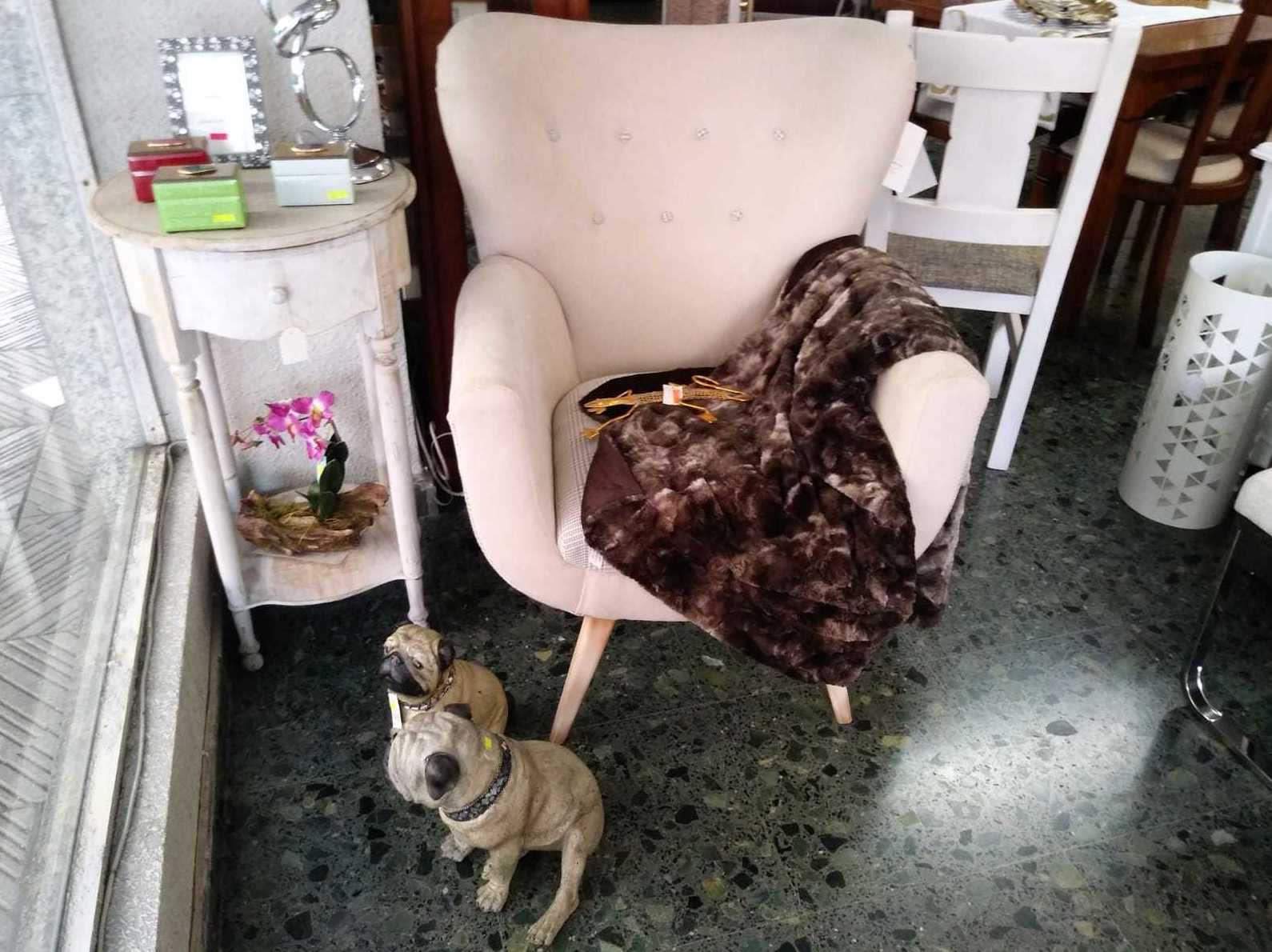 Butaca, mueble auxiliar, articulos de decoración en León