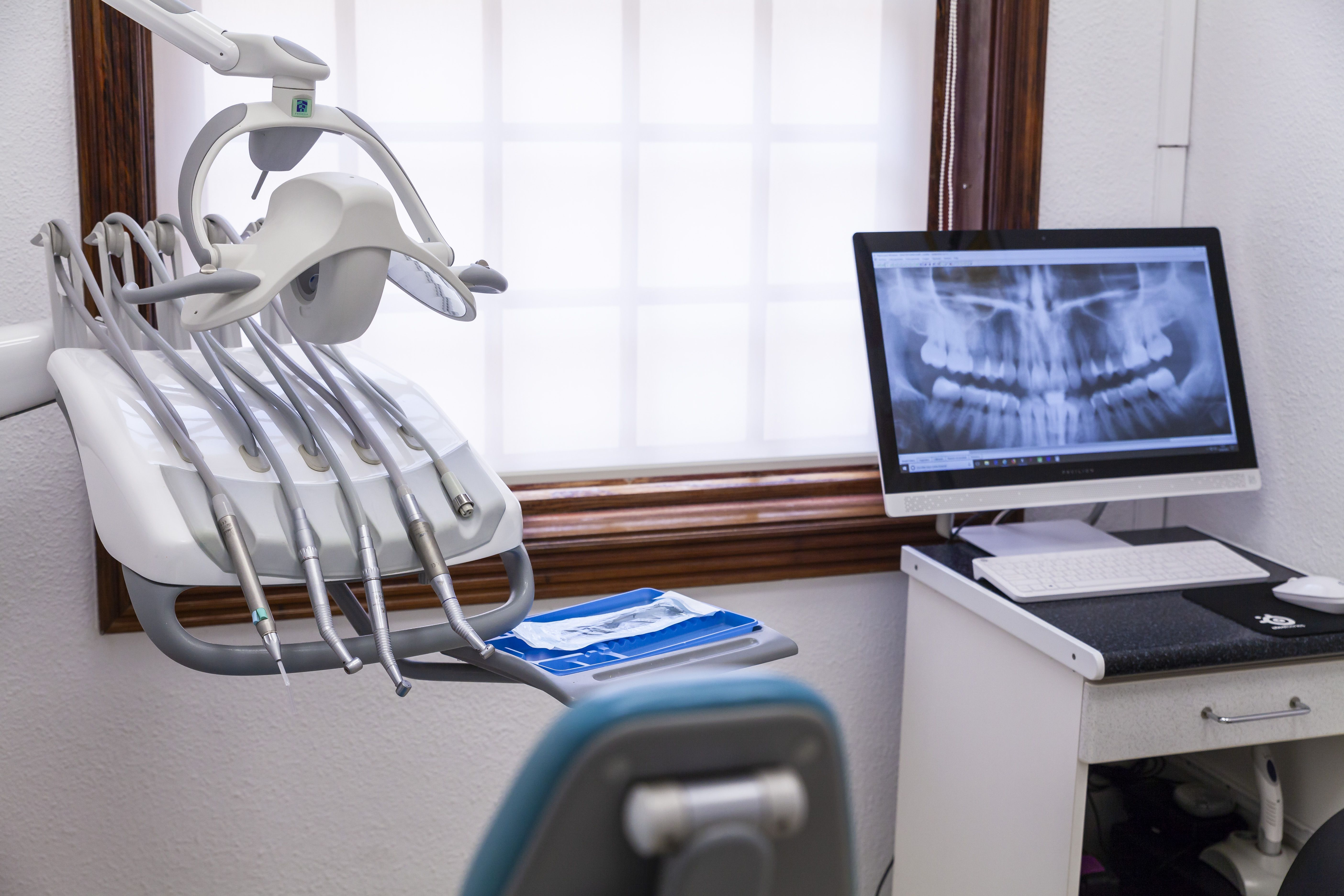 Prótesis fija con sistema Cad-Cam, prótesis removible, periodoncia...
