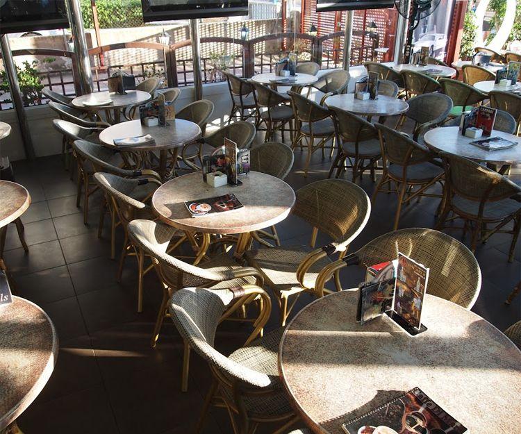 Terraza de nuestra cafetería en Salou