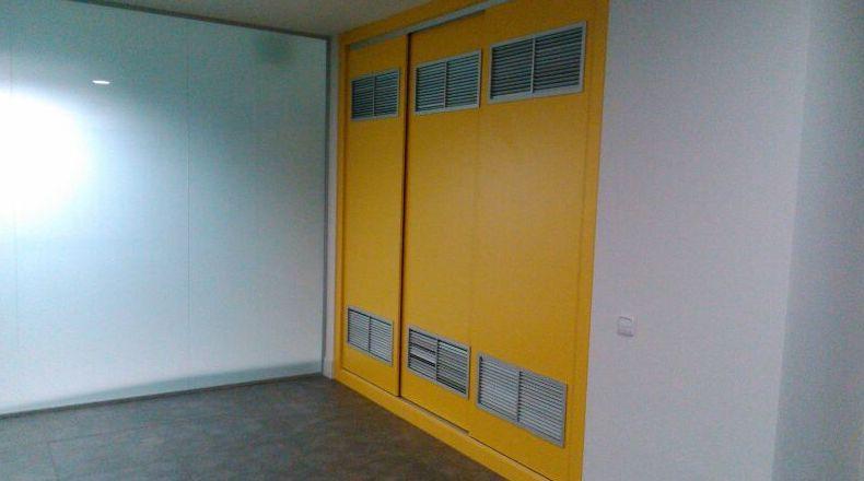 Puertas de armario en oficina