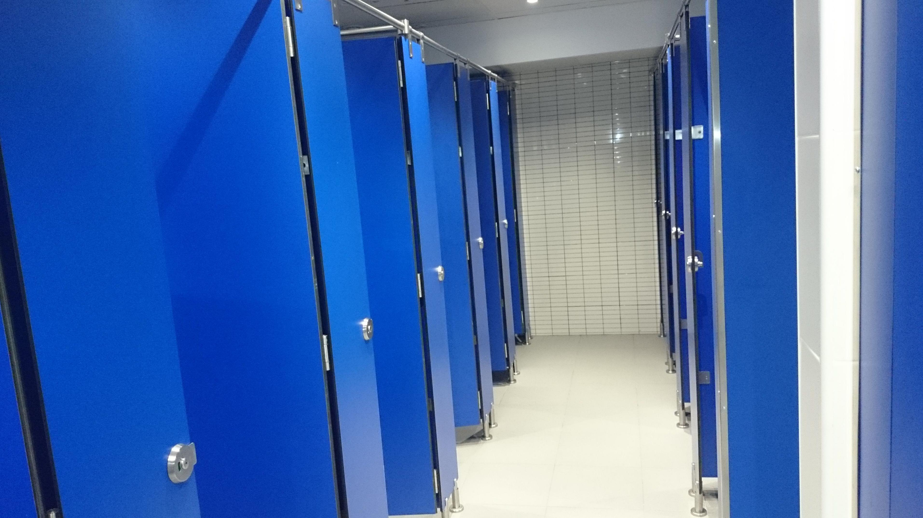 Instalaciôn puertas de baños
