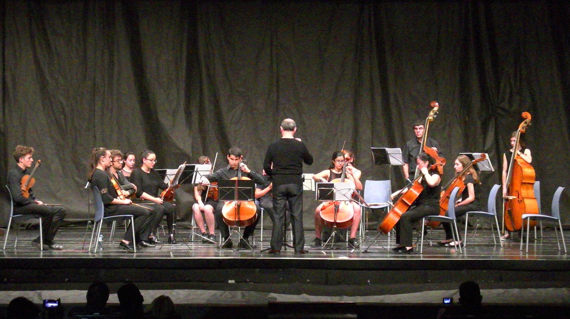 Joven Orquesta de la Marina Alta interpretando el Concierto en sol menor para dos Violonchelos de A. Vivaldi