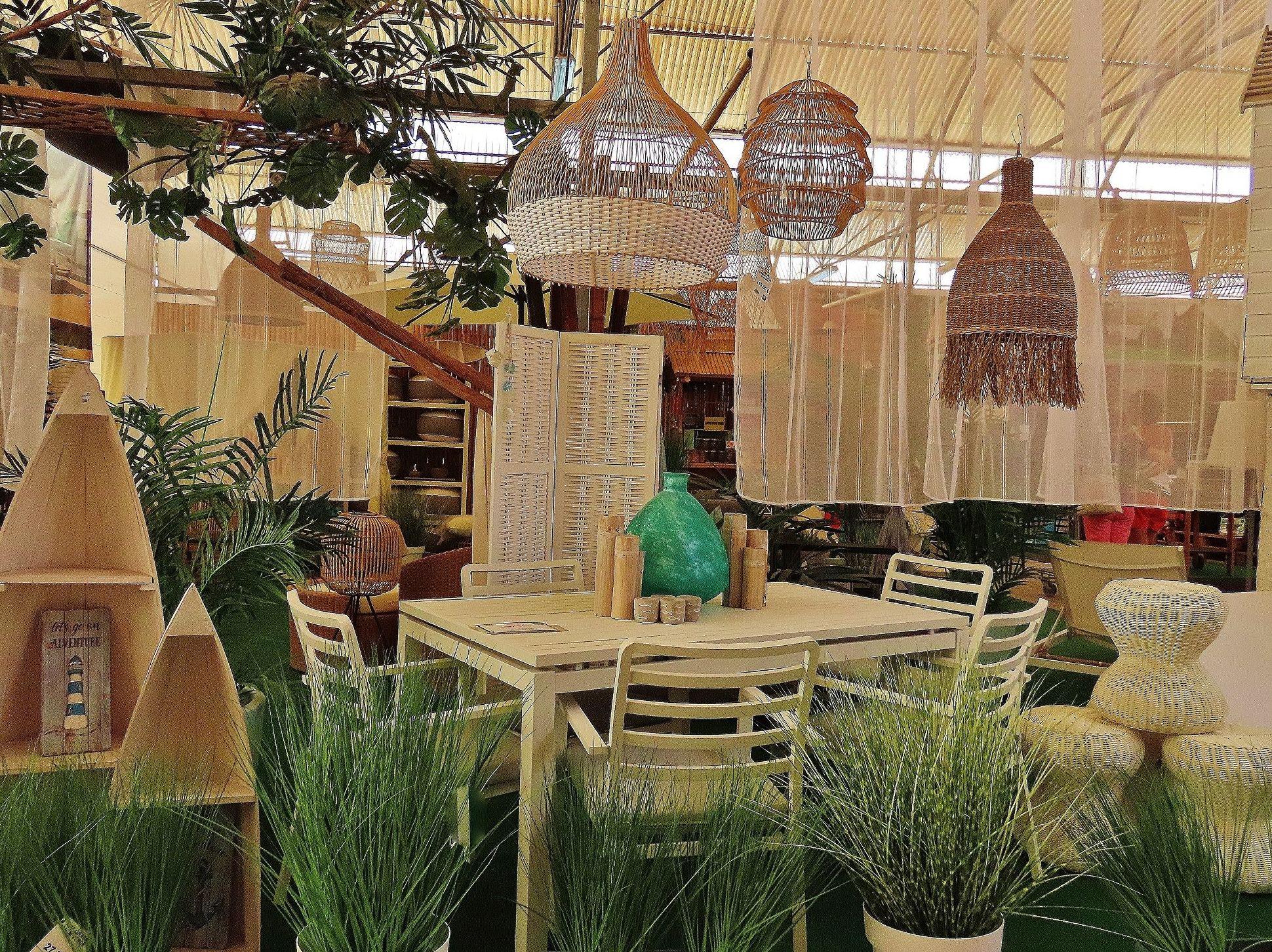 Exposición de muebles de jardín en Tenerife