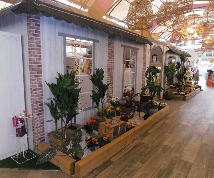 Zona de floristería en el centro de jardinería