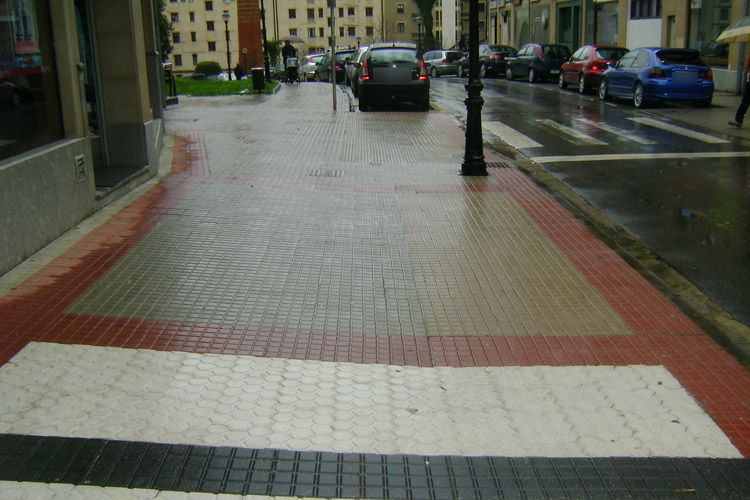 Tratamientos antideslizantes en zonas de pavimento