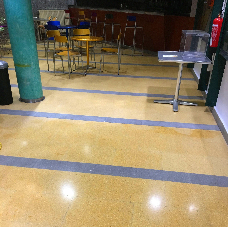 Zona bar tras el tratamiento antideslizante, pérdida de brillo