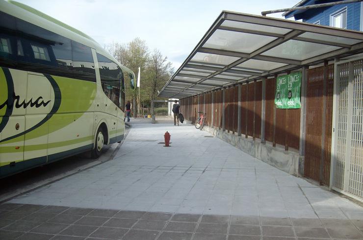 Tratamiento de suelo antideslizante en estación de autobuses