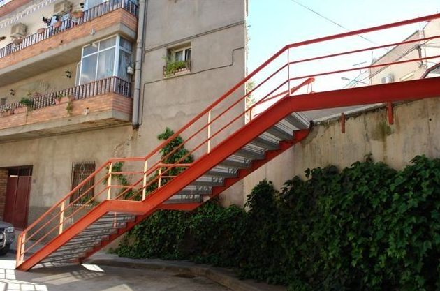 Escalera metálica de acceso