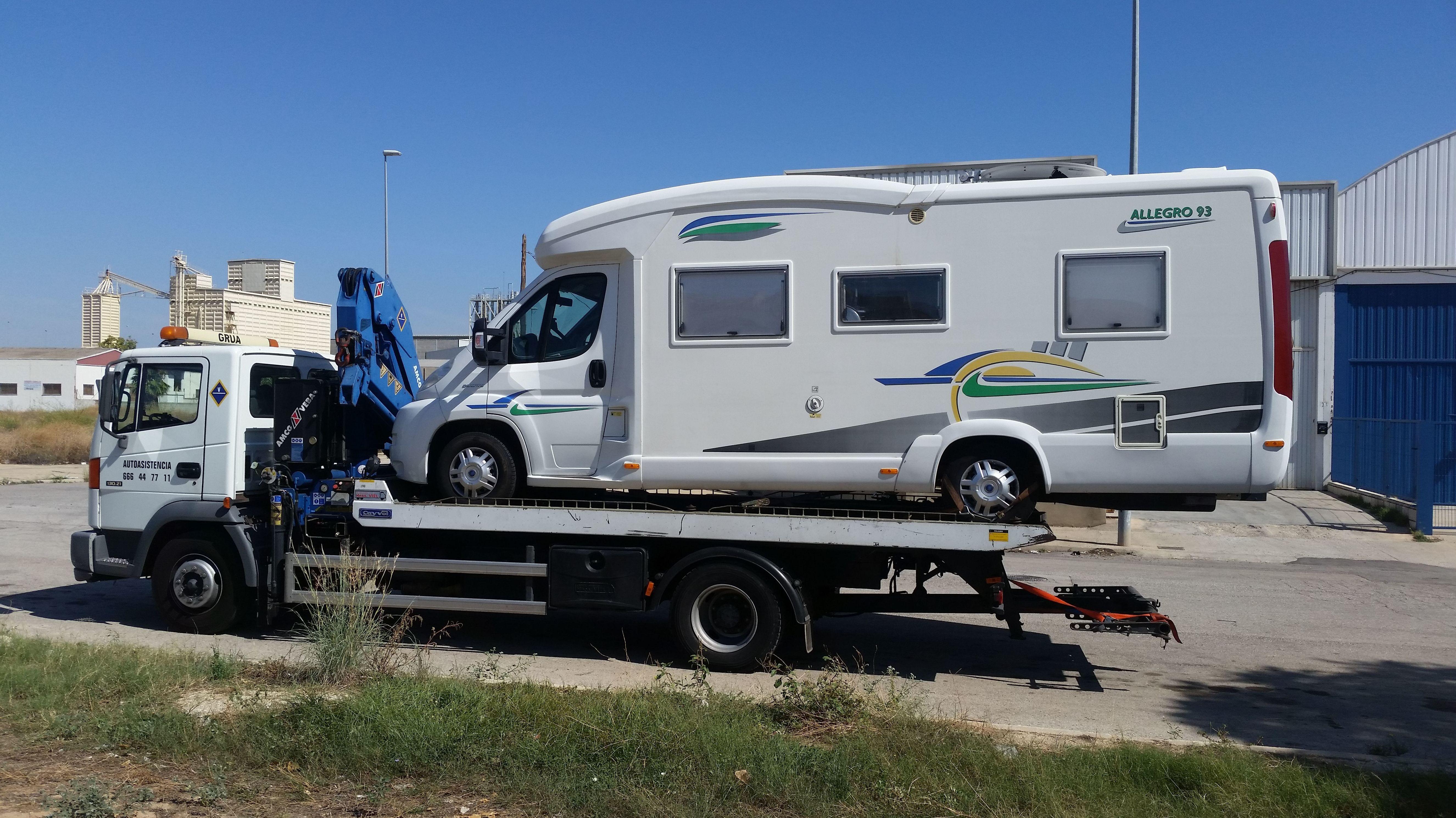 Foto 4 de Asistencia integral en carretera en VALENCIA | AUTOASISTENCIA CESAR S.L.
