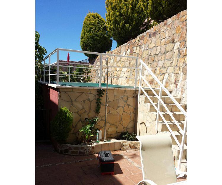 Escalera y barandilla de aluminio en Málaga