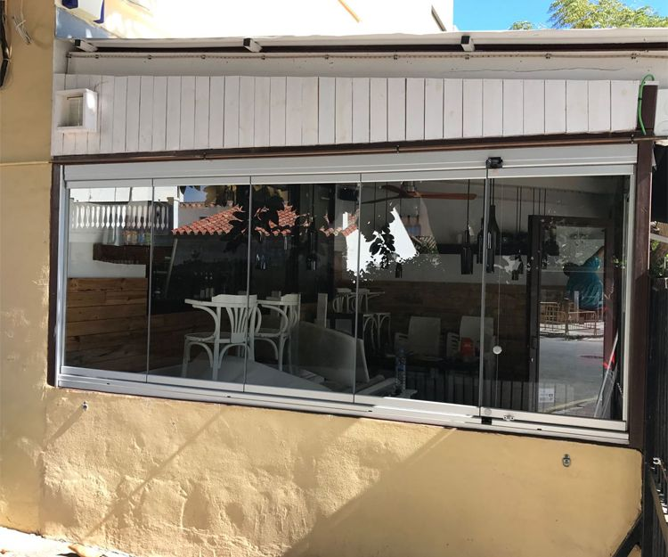 Instalación de cortina de aluminio en Málaga